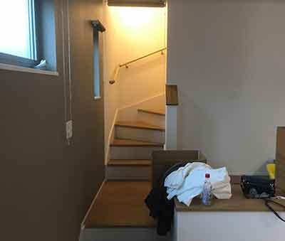 階段が狭いトラブル