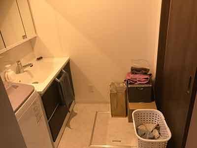 洗面所。浴室から