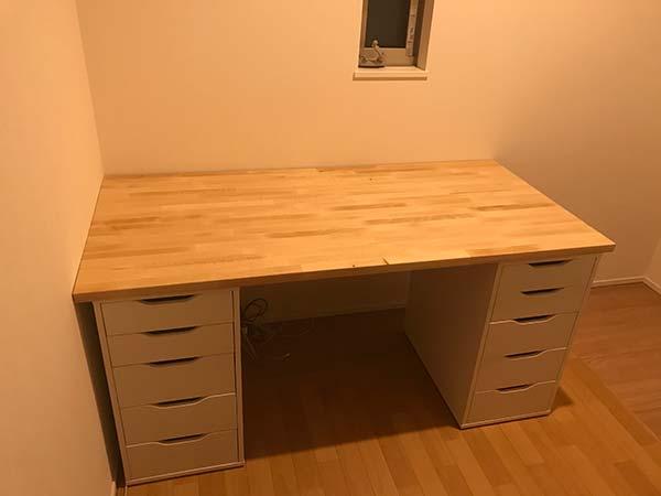 IKEAのデスク